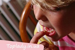 Відучуємо дитину від обгризання нігтів